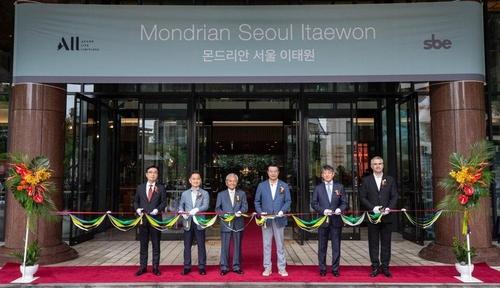 이태원에 들어선 아시아 최초 몬드리안 호텔, 영업 본격 시작