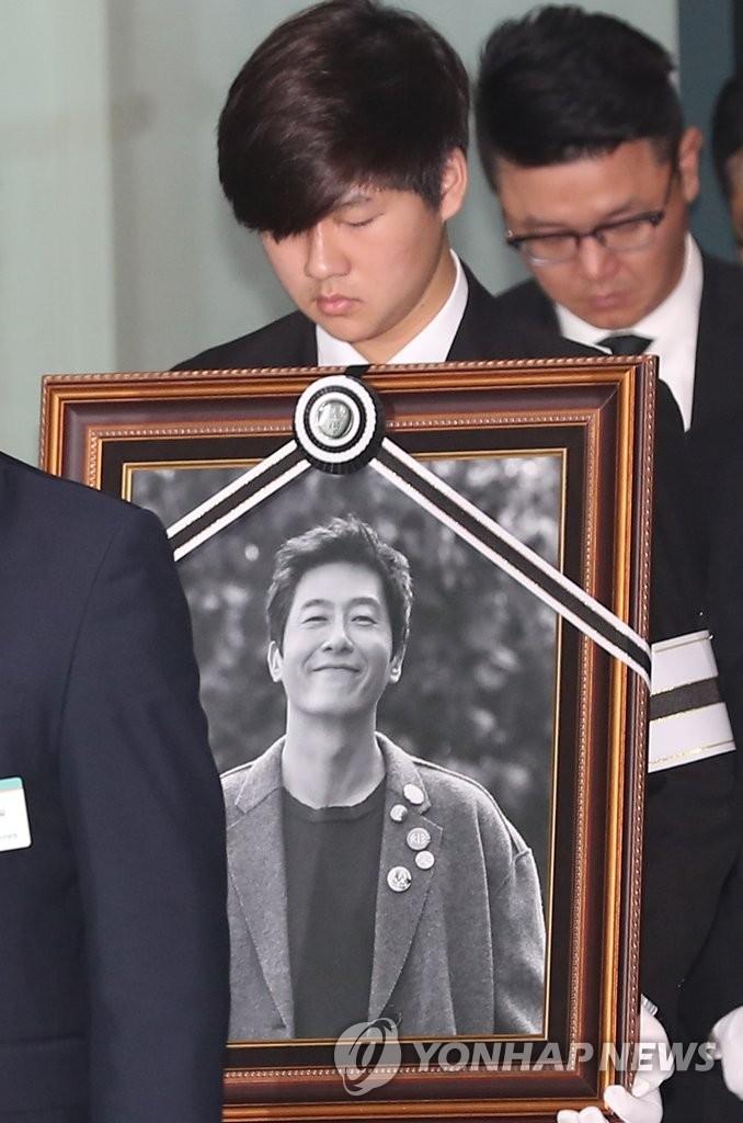キム ジュヒョク 死因 【公式】科捜研、俳優キム・ジュヒョクの死因は「頭蓋骨骨折などの頭...