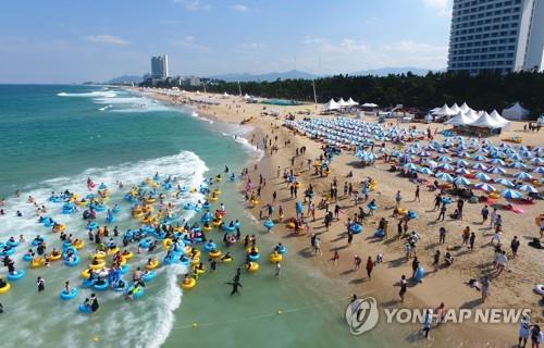 강원 동해안 해수욕장 피서객 1천898만명…2천만명 유치 실패