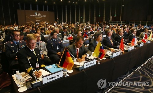 This photo taken on Sept. 10, 2015, shows participants listening to an opening speech by South Korea's Vice Defense Minister Baek Seung-joo during the Seoul Defense Dialogue held in Seoul. (Yonhap)