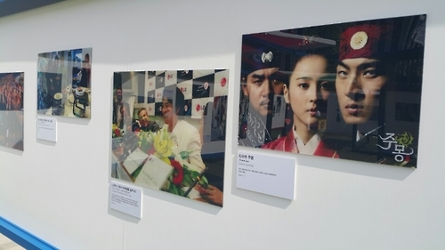 "Photos of South Korean actors of hit historical television series ""Jumong"" are displayed in the photo exhibition in central Seoul on Sept. 29, 2016. (Yonhap)"