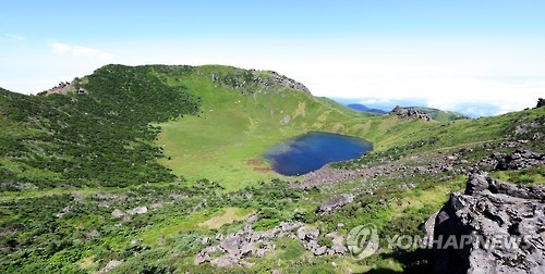 The crater lake on top of Mount Halla, a 1,950-meter peak in the center of Jeju Island. (Yonhap)
