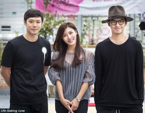 "The file photo, provided by the Korean Film Council, shows South Korean actors Chun Jung-myoung (L) and Ha Ji-won (C) and Taiwanese actor Chen Bolin who starred in South Korean romantic thriller ""Life Risking Romance."" (Yonhap)"