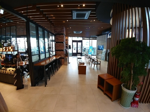 The Paul Bassett cafe inside Woori Bank's Dongbuichon-dong branch in central Seoul. (Yonhap)