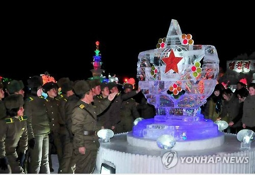 An ice sculpture festival is under way in Samjiyon County, Ryanggang Province, on Feb. 6, 2017, to celebrate the birthday of late North Korean leader Kim Jong-il, which falls on Feb. 16, in this photo carried by the Rodong Shinmun, an organ of North Korea's ruling Workers' Party of Korea, on Feb. 8. (For Use Only in the Republic of Korea. No Redistribution) (Yonhap)