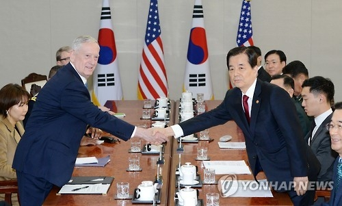 South Korean Defense Minister Han Min-koo (R) shakes hands with his American counterpart Jim Mattis in talks held in Seoul on Feb. 3, 2017. (Yonhap)