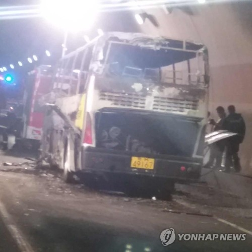 This provided photo shows the bus that was gutted by a fire inside the Taojiakuang Tunnel in Weihai, Shandong Province, China, on May 9, 2017. Twenty people, including 10 South Korean children and the bus driver, were killed after the bus carrying 11 pupils from a South Korean international preschool and their Chinese teacher caught fire inside the tunnel, the South Korean Embassy in Beijing said. (Yonhap)