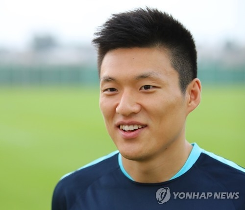 South Korean midfielder Lee Myung-joo speaks to reporters before training at a football field in Ras Al Khaimah, the United Arab Emirates, on June 4, 2017. (Yonhap)