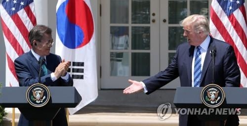South Korean President Moon Jae-in (L) and U.S. President Donald Trump hold a joint press conference following their summit at the White House on June 30, 2017 (U.S. time). (Yonhap) (END)