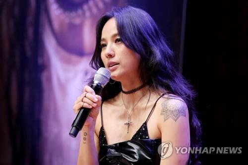"In this file photo, singer Lee Hyo-ri speaks to reporters at a concert hall in Konkuk University in Seoul on July 4, 2017, to promote her sixth full-length album ""Black."" (Yonhap)"