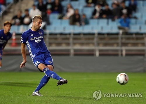 In this file photo taken Oct. 26, 2016, Croatian forward Ivan Kovacec takes a penalty during the FA Cup match between Ulsan Hyundai and Suwon Samsung Bluewings at Munsu Football Stadium in Ulsan. (Yonhap)