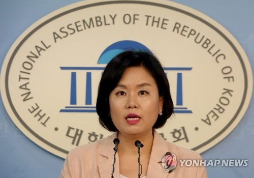 This photo, taken on July 30, 2017, shows Kim Yoo-jung, the spokeswoman of the minor opposition People's Party, speaking during a press conference at the National Assembly in Seoul. (Yonhap)