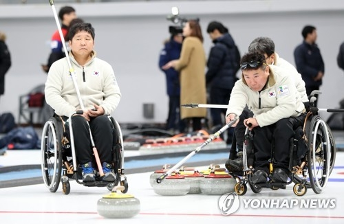 In this file photo taken Nov. 27, 2017, South Korean wheelchair curlers practice at Gangneung Curling Centre in Gangneung, Gangwon Province. (Yonhap)