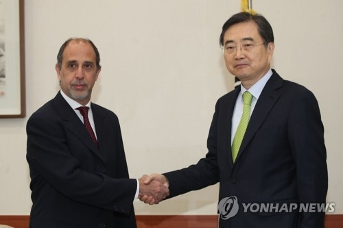 S. Korean senior diplomat, U.N. special rapporteur discuss N.K. human rights - 1