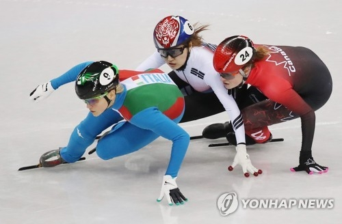 South Korea's Choi Min-jeong (C) skates in the women's 500m short track speed skating event of the 2018 PyeongChang Winter Olympics at the Gangneung Ice Arena on Feb. 13, 2018. (Yonhap)