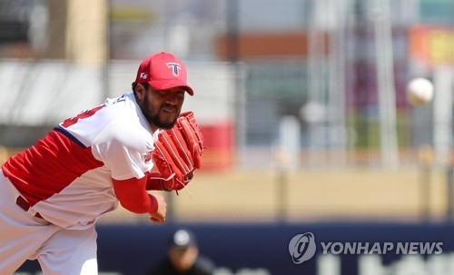 In this file photo taken March 13, 2018, Hector Noesi of the Kia Tigers throws a pitch against the Doosan Bears during the clubs' Korea Baseball Organization preseason game at Gwangju-Kia Champions Field in Gwangju, 330 kilometers south of Seoul. (Yonhap)