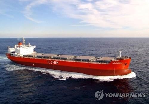 This file photo shows a LNG-powered bulk carrier built by Hyundai Mipo Dockyard. (Yonhap)