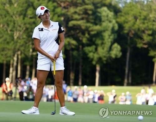 In this Associated Press photo, Kim Hyo-joo of South Korea reacts to a missed par putt at the fourth playoff hole of the U.S. Women's Open at Shoal Creek Golf and Country Club in Shoal Creek, Alabama, on June 3, 2018. (Yonhap)