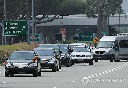 A motorcade believed to be carrying North Korean leader Kim Jong-un is seen leaving Changi Airport in Singapore on June 10, 2018. (Yonhap)