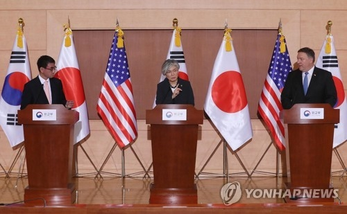 South Korean Foreign Minister Kang Kyung-wha holds a joint press conference with her American and Japanese counterparts --- Mike Pompeo (R) and Kono Taro -- after their talks in Seoul on June 14, 2018. (Yonhap)