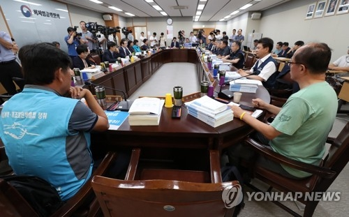 The committee on the minimum wage holds a plenary session in Sejong, 160 kilometers south of Seoul, on July 10, 2018. (Yonhap)