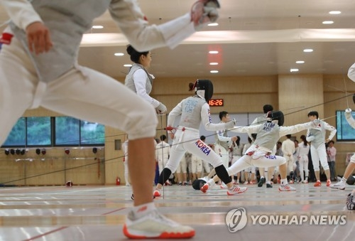 South Korean fencers train for the 2018 Asian Games at the National Training Center in Jincheon, North Chungcheong Province, on July 10, 2018. (Yonhap)