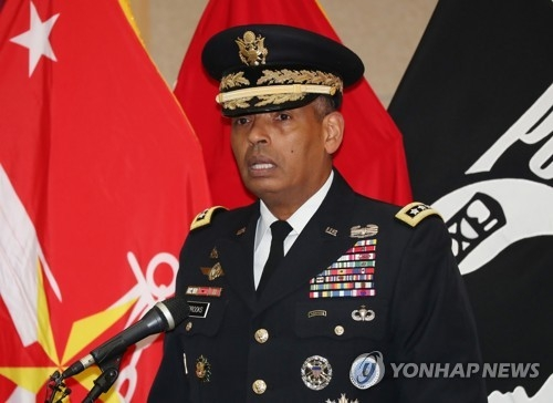Gen. Vincent Brooks, the commander of the U.S. Forces Korea, speaks during a ceremony marking the return of the remains of two soldiers killed during the 1950-53 Korean War at Seoul National Cemetery in southern Seoul on July 13, 2018, in this photo provided by the joint press corps. (Yonhap)