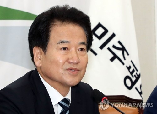 This file photo shows Chung Dong-young, the new chairman of the minor opposition Party for Democracy and Peace (Yonhap)