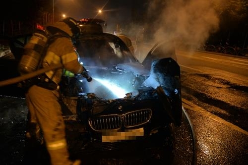 Firefighters put out a fire in a BMW 520d sedan on a road in Hanam, east of Seoul, on Aug. 12, 2018, in this photo provided by the Hanam Fire Station. (Yonhap) (END)