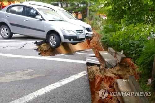 This photo provided by a fire agency shows a large sinkhole created in southeasern Seoul on Aug. 31, 2018. (Yonhap)