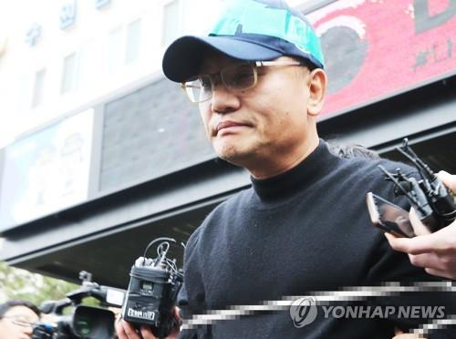 Yang Jin-ho is transferred to the prosecution office from Suwon Nambu Police Station in Suwon, south of Seoul, on Nov. 16, 2018. (Yonhap)