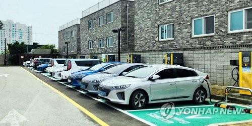This photo, provided by E-Mart Inc., shows its electric vehicle charging station in Gangneung on South Korea's east coast. (Yonhap)