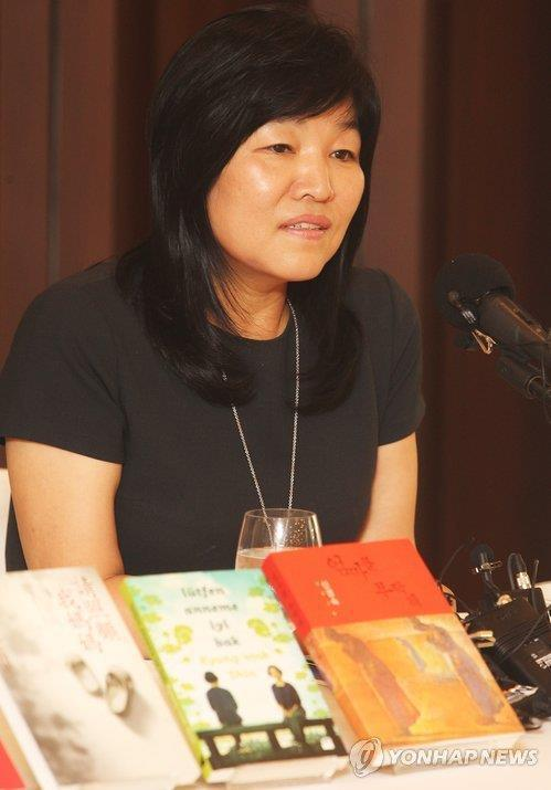 This photo shows popular novelist Shin Kyung-sook. (Yonhap)