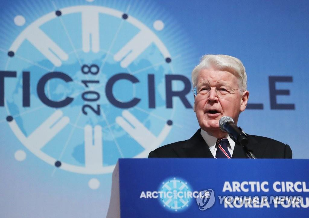 Ólafur Ragnar Grímsson, chairman of the Arctic Circle, delivers a speech at the opening of the Artic Circle forum in Seoul on Dec. 7, 2018. (Yonhap)