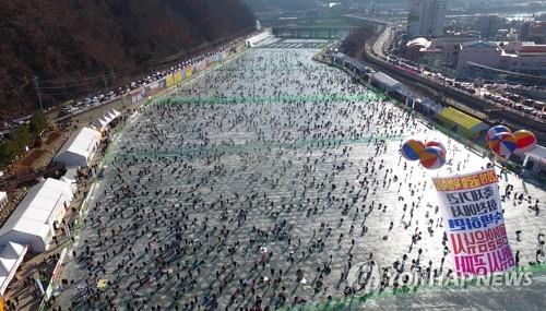 An aerial view of the 2018 Hwacheon Sancheoneo Ice Festival (Yonhap)
