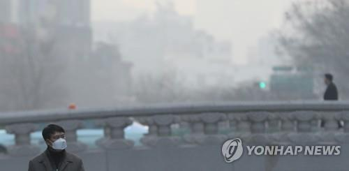 (LEAD) Seoul hit by worst level of ultrafine dust