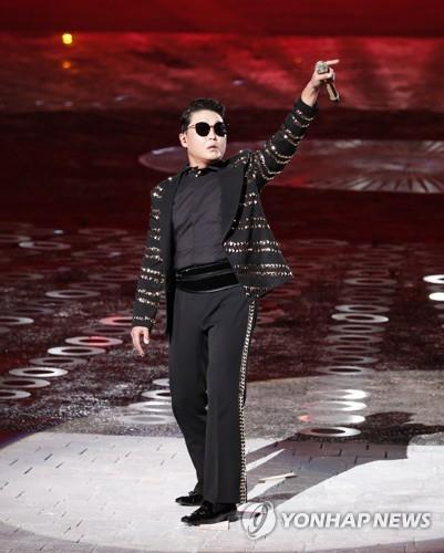 Psy performs during a concert to mark the 70th Armed Forces Day on Oct. 1, 2018. (Yonhap)