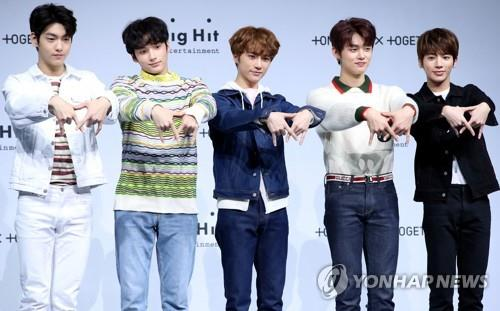 "This image of TXT posing for photos during a media event to showcase their debut album ""The Dream Chapter: Star"" in Seoul on March 5, 2019, is provided by Big Hit Entertainment. (Yonhap)"
