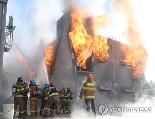 This undated file photo shows firefighters putting out an ESS fire. (Yonhap)