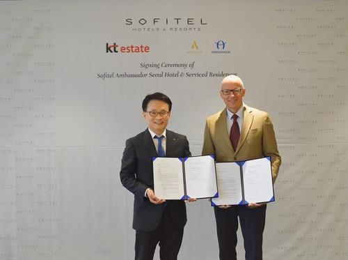 This photo, provided by Accor Ambassador Korea on Aug. 21, 2019, shows the signing ceremony of the Sofitel Ambassador Seoul Hotel & Serviced Residences. (PHOTO NOT FOR SALE) (Yonhap)