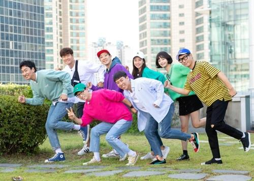"This image provided by SBS shows the standing members of variety show ""Running Man."" (PHOTO NOT FOR SALE) (Yonhap)"