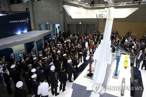 The 2017 Marine Week, an international shipbuilding and maritime expo, opens at an exhibition center in Busan on Oct. 24, 2017, with some 1,200 businesses from 62 nations attending. The event consisted of three exhibitions -- SEA-PORT 2017, an international port, logistics and environmental technology exhibition; MADEX 2017, a maritime defense industry exhibition; and KORMARINE 2017, an international marine, shipbuilding, offshore, oil and gas exhibition. (Yonhap)