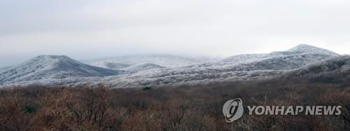 Mount Halla, on the southernmost resort island of Jeju, is shown capped with snow on Dec. 3, 2019, after two days of snowfall in this photo provided by Yonhap News TV. (PHOTO NOT FOR SALE) (Yonhap)