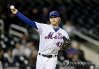 Kia Tigers import new pitcher, retain American outfielder