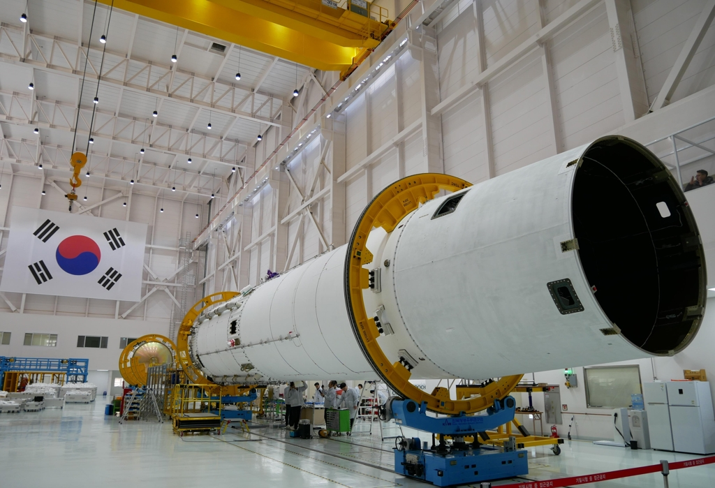 The engineering model of South Korea's Nuri rocket that will be used to check all critical internal functions of KARI's new 75-ton thrust space engine is checked by researchers at the Naro Space Center on Oenaro Island, 485 kilometers south of Seoul, on Jan. 15, 2020. (Yonhap)