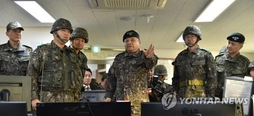 South Korea's Joint Chiefs of Staff (JCS) Chairman Gen. Park Han-ki (3rd from R) speaks during his visit to a maritime unit on Jan. 24, 2020, in this photo provided by the JCS the following day. (PHOTO NOT FOR SALE) (Yonhap)