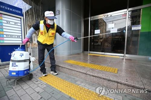A Daegu city worker disinfects a church in Daegu, 300 kilometers southeast of Seoul, on Feb. 19, 2020. The country's 31st patient attends the church, with authorities believing 10 people were infected at the site. (Yonhap)