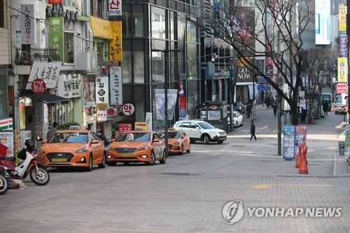 Myeongdong, one of the most famous shopping areas in Seoul, is nearly empty on Feb. 29, 2020, as the new coronavirus spreads in the country. (Yonhap)