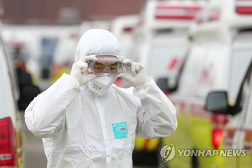 A health worker checks his protective glasses before starting his work in Daegu on March 1, 2020. (Yonhap)