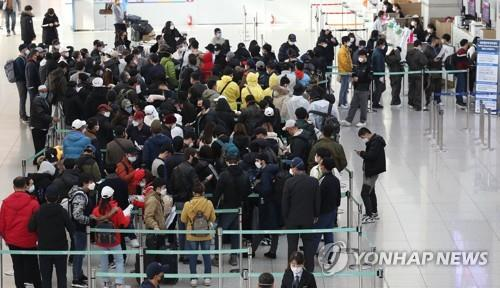 Number of foreign residents in Korea falls below 2.5 million
